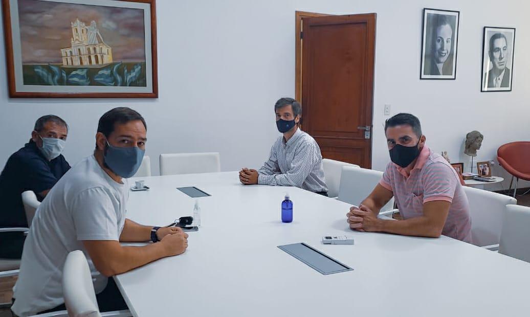 #CASTELLIVERDE AUTORIDADES DE #CUECCA SE REUNIERON CON EL INTENDENTE
